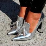 Носим серебристые ботинки верно